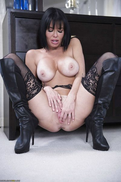 Top rated solo spectacular Veronica Avluv flashing spectacular upskirt underwear