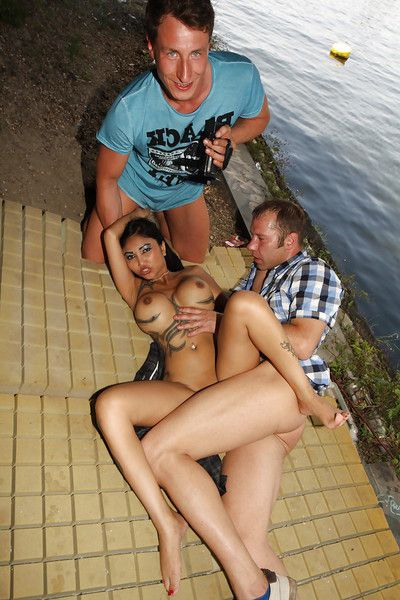 Asian pornstar Kimstad takes MMF threesome very in public