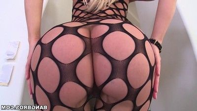 Curvy blond babe anikka albrite is the definition of a pawg