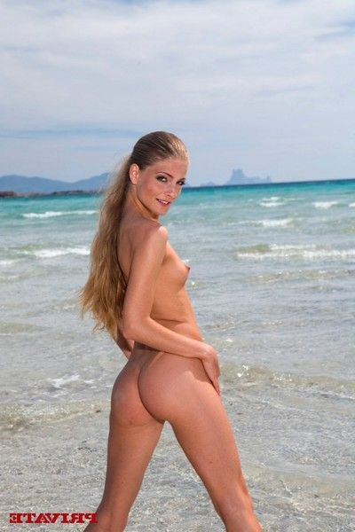 Fairy-haired alluring girl fucked in ass in the sea