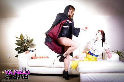 Cosplay dykes Yuffie Yulan and Lucia Love insert toys and tongues into wet crack