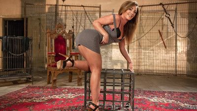 Glimpse savannah fox squirt all over while submitting to bondage, flogging, croppi