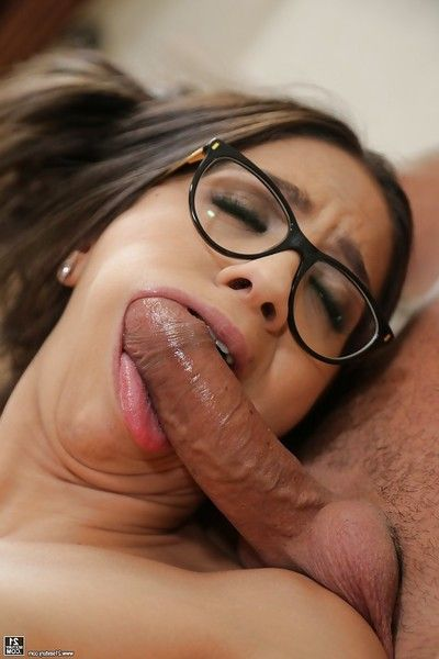 Glasses wearing brunette Latina Julia De Lucia grand hardcore anal fucking action