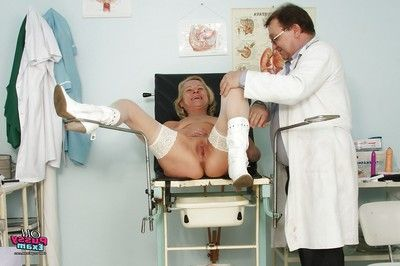 Ripe lady in a perverted OBGYN visit with her clammy pussy spread wide
