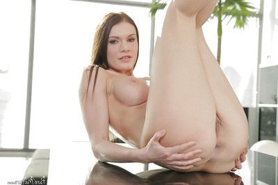 Mature secretary Kitana Lure modeling for babe photo expulse in office