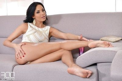 Leggy brunette babe Anissa Kate showing off glamorous bare feet and nice ass