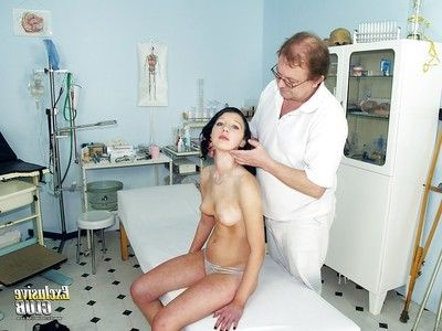 Obsession close up pussy showing brunette Silvia is at the gyno doctor