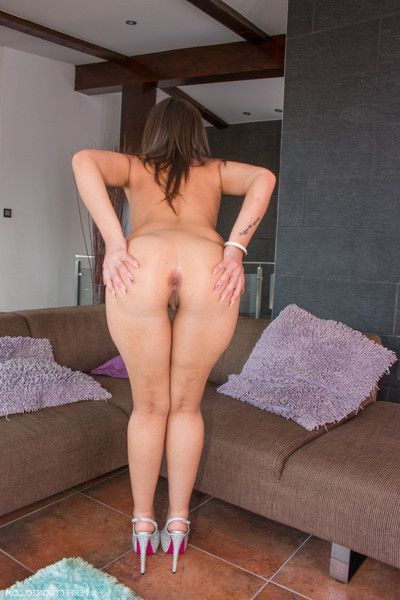 The big anus of akasha cullen jiggles as this chick fl...