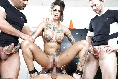 Bonnie Rotten is pleasing part in a crazy groupie groupsex action