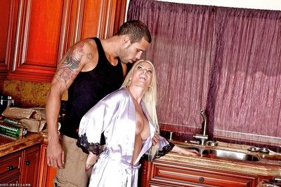 Big titted housewife Diamond Foxxx got her grown pussy and booty fucked