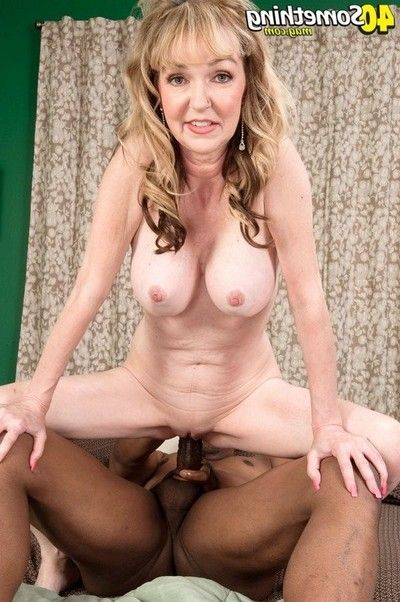 Shes a wife shes a mom this chick is keen of bbc in her ass