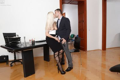 Blonde Blance Bradburry in stockings obtains her a-hole hole pounded