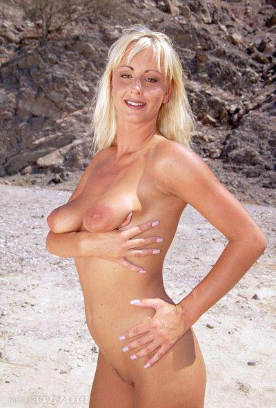 Desert sex rose penetrated in both goles in desert orgy