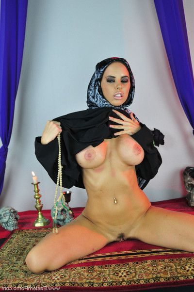 Rounded muslim babe brandy aniston stroking her ass