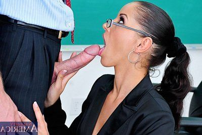 The angry bimbo in stockings Beauty Black is kinky amply to fuck at the college