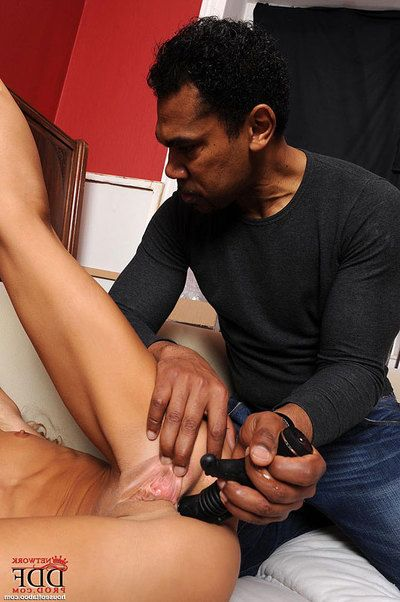 Victoria Tiffani is punished with a apparatus in interracial fetish game