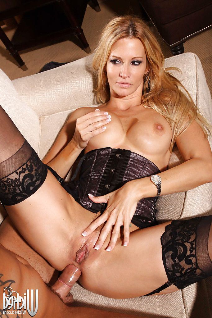 Jessica drake is blindfolded for some rough anal