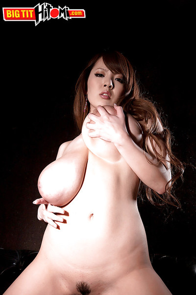 Japanese beauty Hitomi flashing underboobage in denim short skirt in advance of undressing