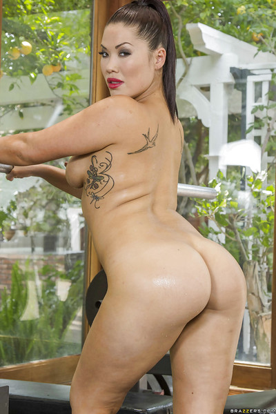 Damp Japanese beauty with an vast anus London Keyes is showing off in tube