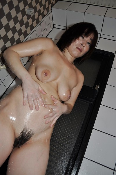 Fuckable Chinese full-grown lady with saggy meatballs Yumi Ohno tempting bathroom