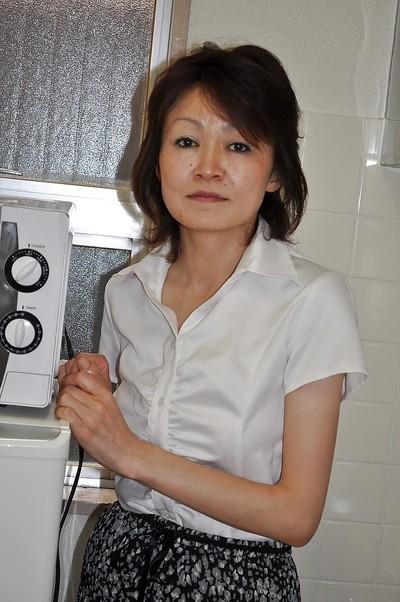 Shy seasoned Chinese lady Takako Kumagaya undressing and expanding her legs
