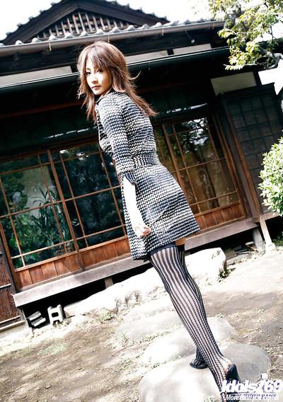 Japanese darling Reina Mizuki showcasing her insignificant fanny and  slit