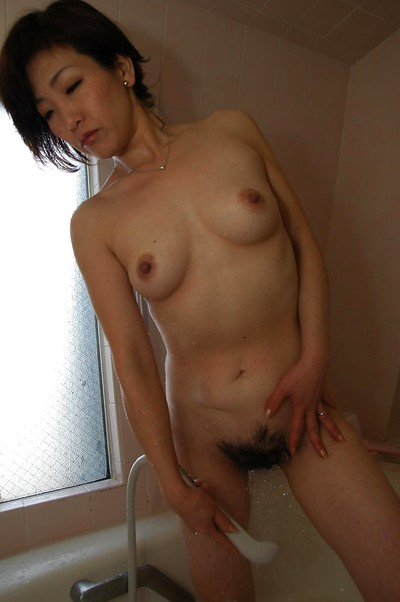 Japanese MILF Setsuko Miwa pleasing bath and exposing her fuckable body