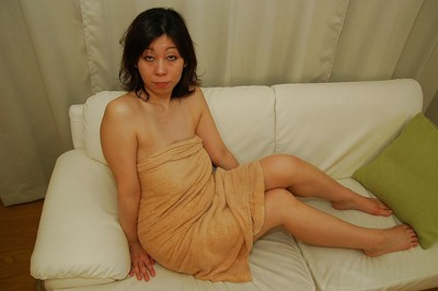 Appealing Japanese MILF Haruko Ogura has some bawdy cleft vibing pleasure subsequently baths