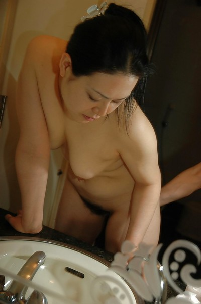 Chinese MILF Sonoko Yoneda lovely washroom and teasing her curly slit