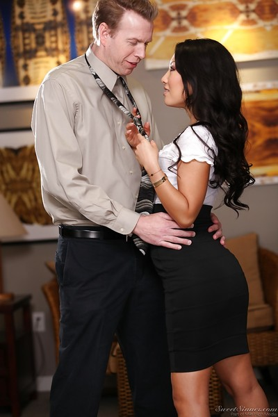 Hot oriental MILF Asa Akira gives a cocksucking and attains slammed hardcore