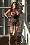 Provokingly dressed bigtitted 3d babe posing outdoors