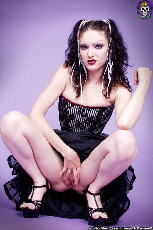 Pigtailed gothic babe scar 13 shows her perfect slit