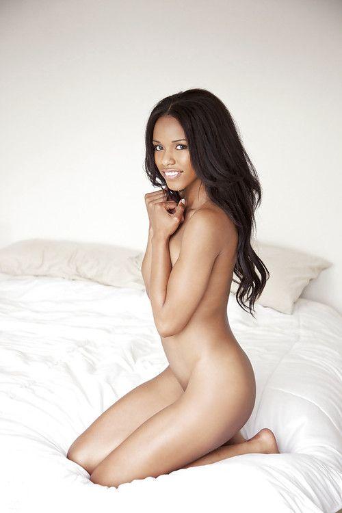 Slender latina babe Fierra Cruz showing off her graceful body