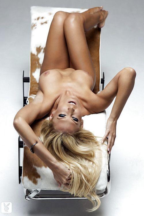 Hot blonde babe Jennifer Vaughn showcasing her jaw-dropping sexy body