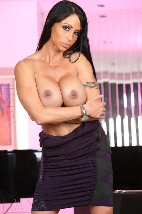 Fitness babe Jewels Jade strips and shows off her appealing muscles and constricted toned body.