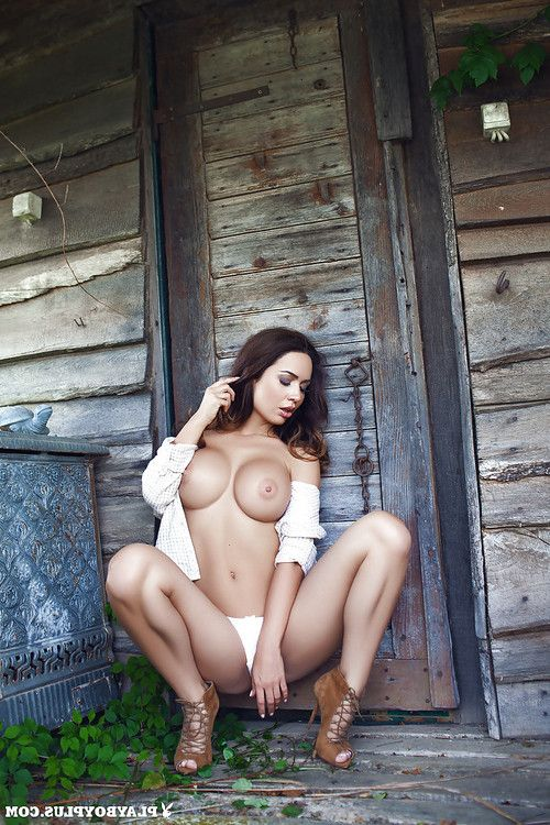 Dark hair babe Adrienn Levai bares her precious body bonks outdoors