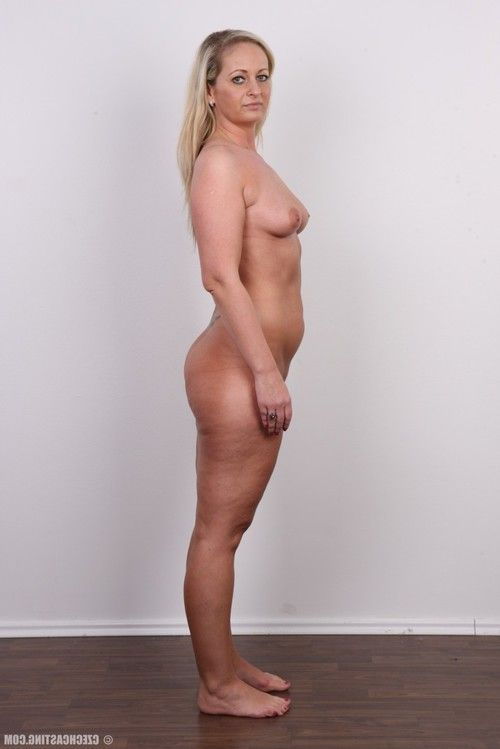 Mature blonde shows off her naked body