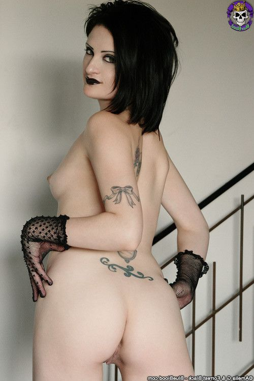 Gothic sex queen annika amour in hot stockings