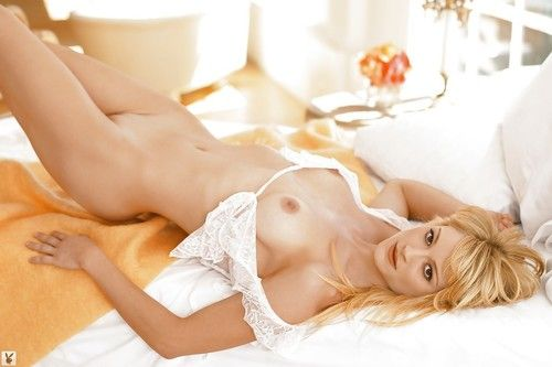 Pleasing blonde angel with perky tits Teri Polo posing naked