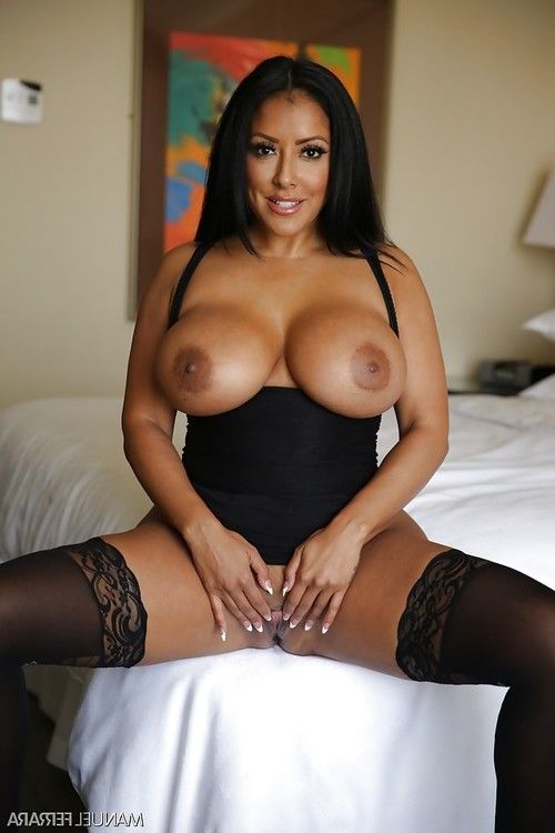 Chesty Latin chick MILF Kiara Mia letting huge knockers loose from dress