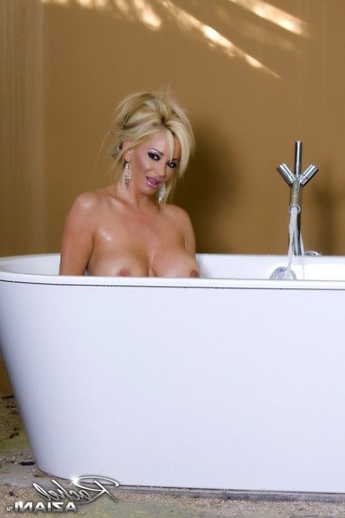 Beautiful curvy blonde, Rachel Aziani, is a dream bathing in the nude in her outdoor tub and posing for the camera!