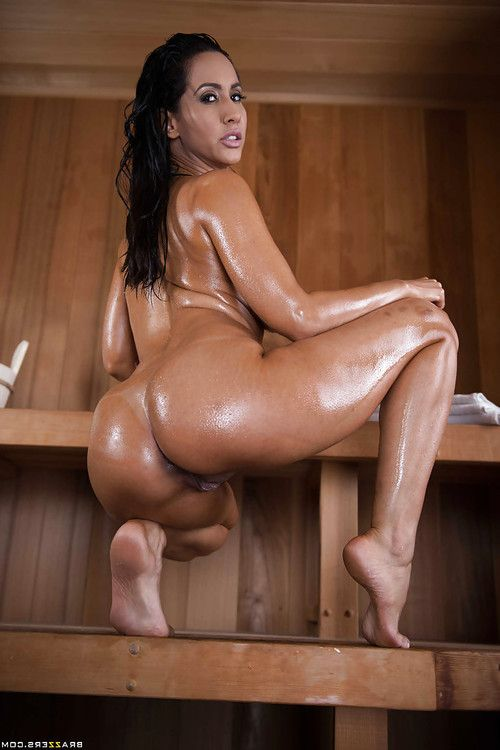 Latina hottie Isis Love revealing phat booty for anal fingering in sauna