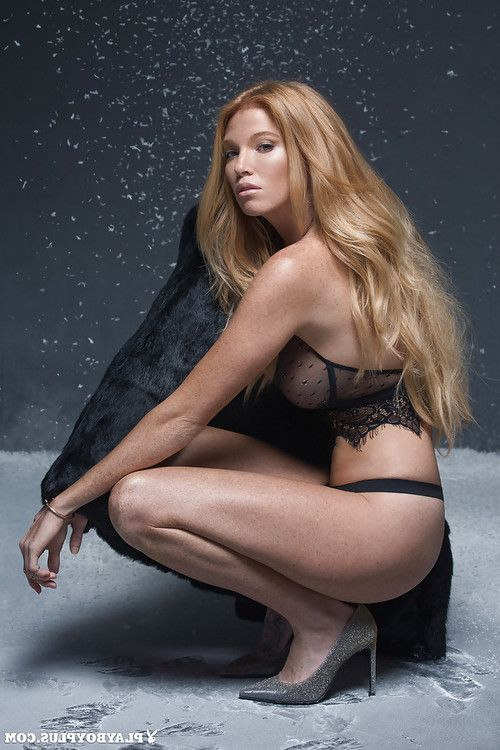 Goddess blonde Elizabeth Ostrander shows us an surprising undress show