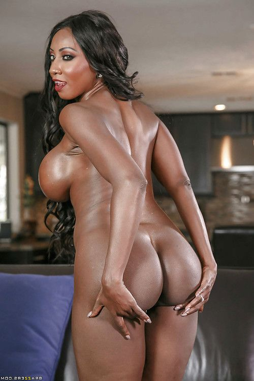 Leggy elderly ebony babe Diamond Jackson unleashing huge oiled tits