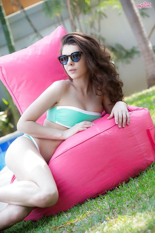 Leggy European babe widening smooth on top pornstar vagina outdoors beside pool