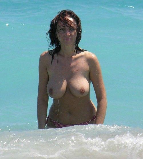 Girlfriends show big boobs in public