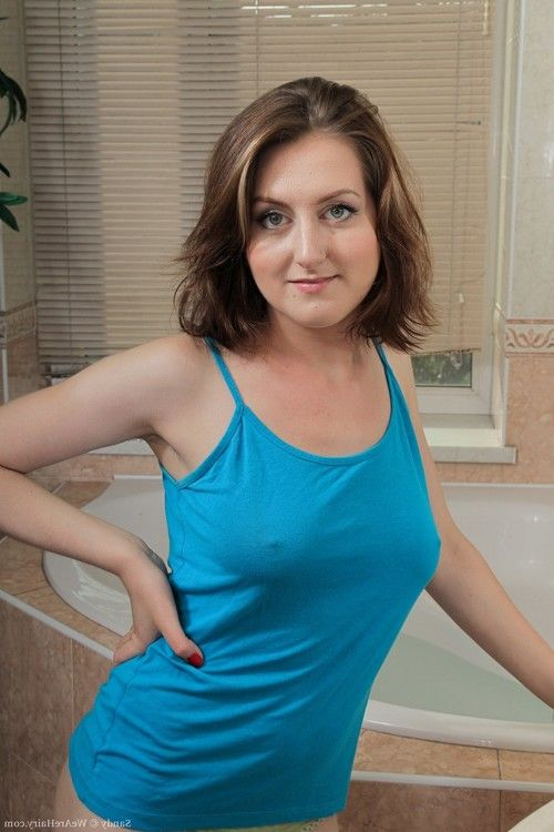 Sandy is a appealing woman with an incredibly hot body