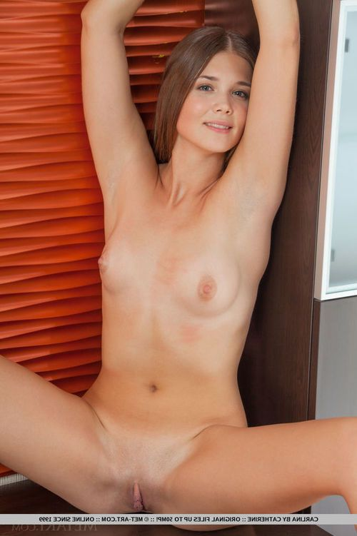 Teen solo girl with tiny tits baring smooth head pussy for glamour photo shoot