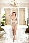 Outstanding blonde Jessi Marie shows her ideal body in the bath