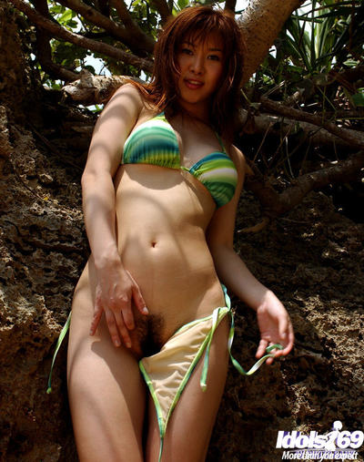Rounded oriental princess Adusa Kyono slipping off her bikini outdoor